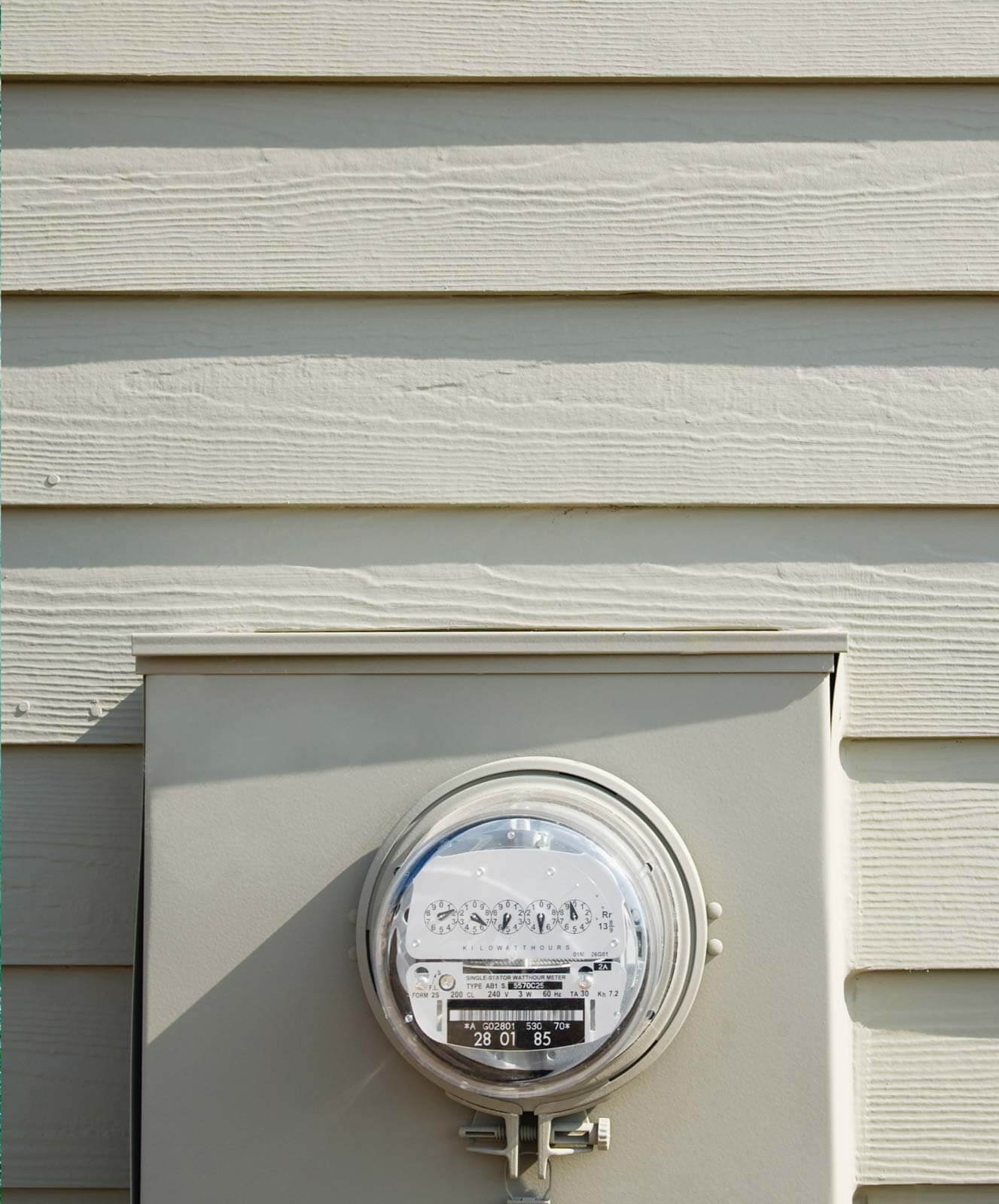 Outdoor utility meter to monitor energy usage