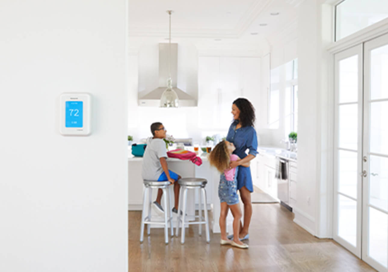 Room with a smart thermostat that adjusts to save energy