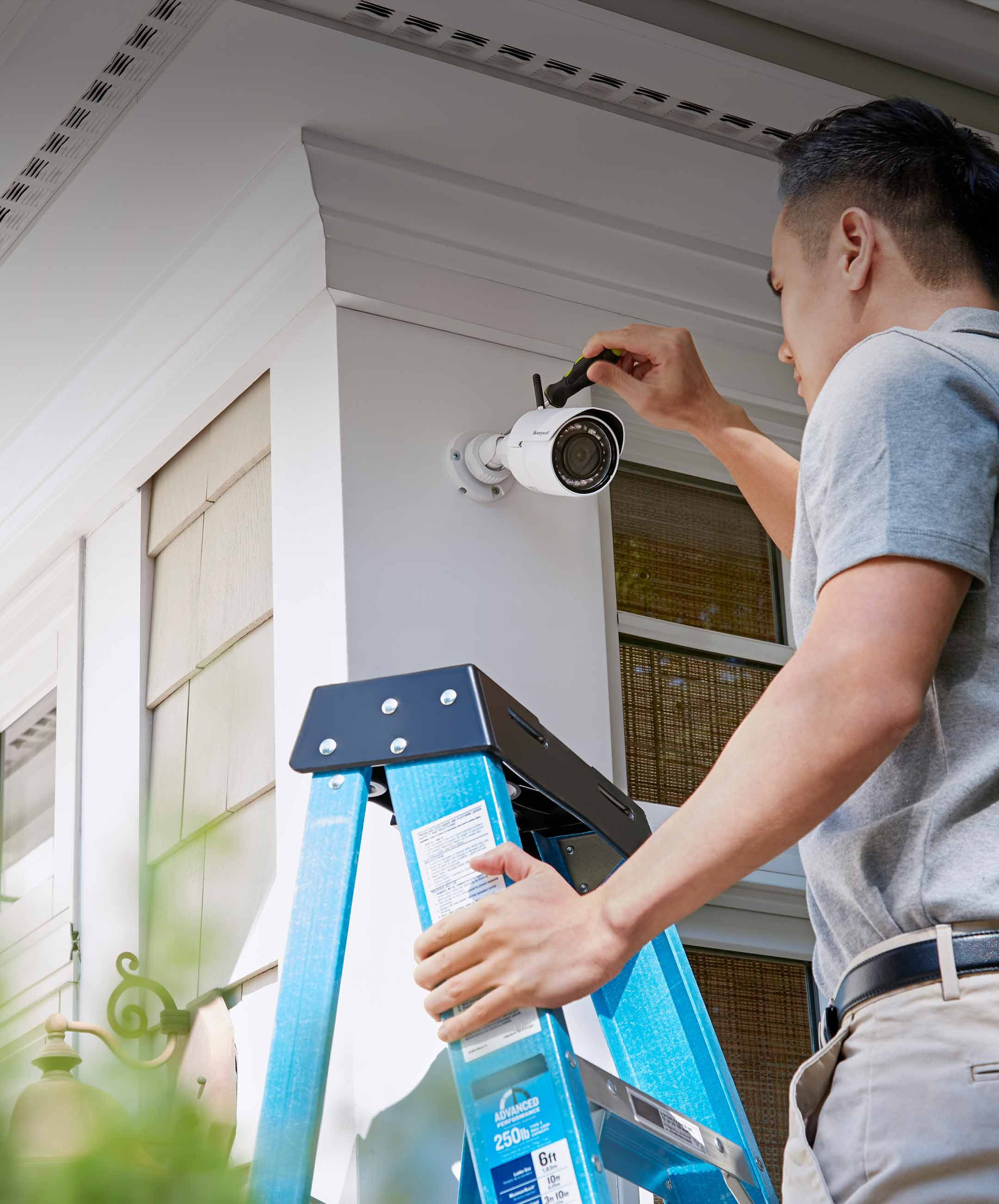 Smart home security outdoor motion detector